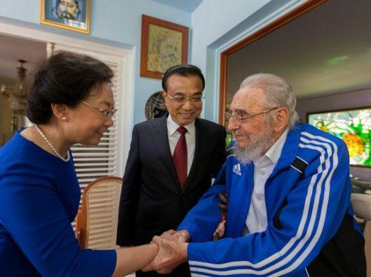 fidel-saluda-a-la-esposa-del-primer-ministro-chino-25-de-septiembre-de-2016-580x435