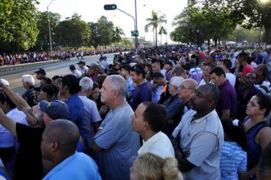 4-Multitudinaria-despedida-al-lider-historico-de-la-Revolución.-Foto.-Roberto-Garaicoa-Martínez.-Cubadebate-580x385.jpg
