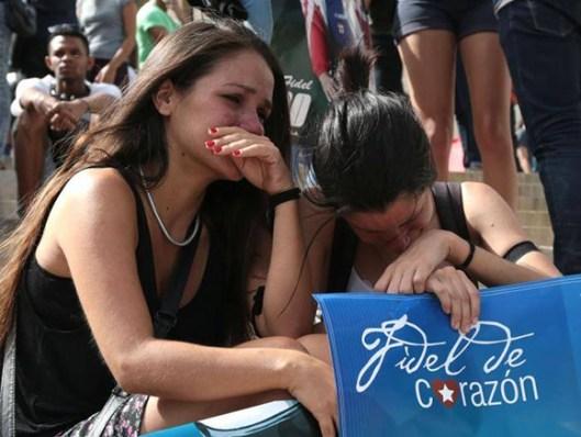 jovenes-lloran-fidel.jpg