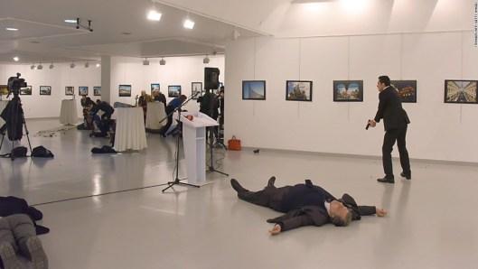 embajador-de-rusia-asesinato-turquicc81a-disparos3.jpg