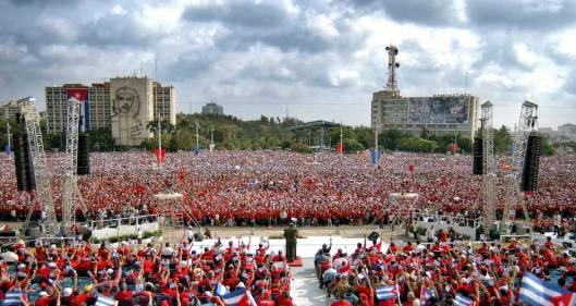 En-la-Plaza-con-Fidel-copia.jpg