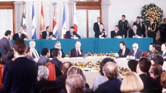 Acuerdo-de-paz-que-terminó-la-guerra-civil-en-El-Salvador-580x326.jpg