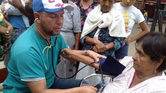 medicos-cubanos-asisten-a-damnificados-en-peru-580x326.jpg