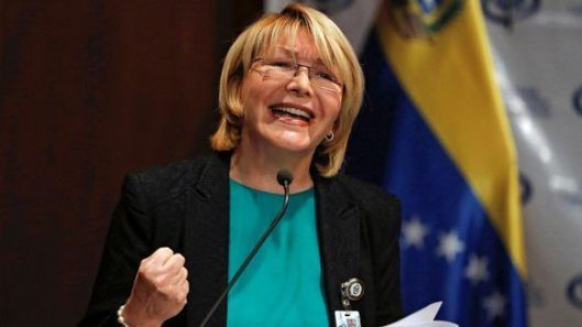 La-fiscal-general-de-Venezuela-Luisa-Ortega-Díaz-hace-declaraciones-durante-una-conferencia-de-prensa-en-Caracas.-580x326.jpg