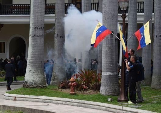 venezuela-heridos-parlamento.jpg