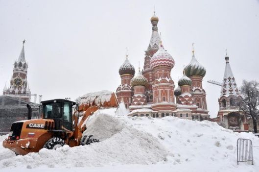 03-buldócer-quita-nieve-en-moscú-580x385