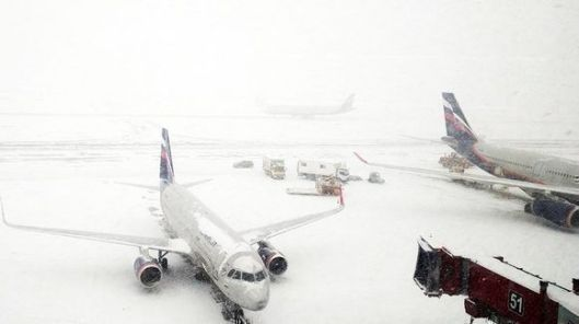 05-aviones-detenidos-por-la-nieve-580x325