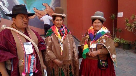 indigenas-bolivianas-llevaron-sus-artesanias
